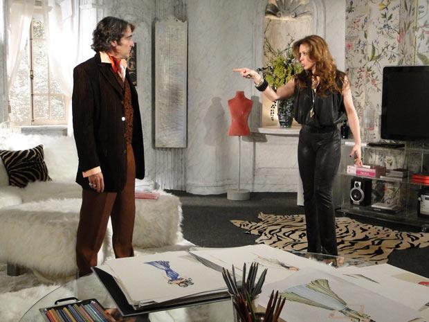 Jaqueline avisa a Jacques que vai abandoná-lo se ele não se casar com ela