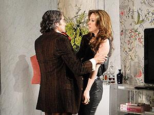 Jacques tenta fazer com que ela desista da ideia de casar-se, mas Jaqueline está decidida