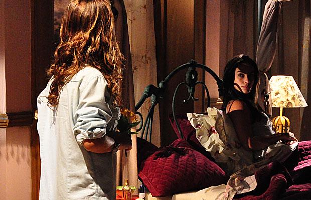 Estela e Manuela dividem o mesmo quarto