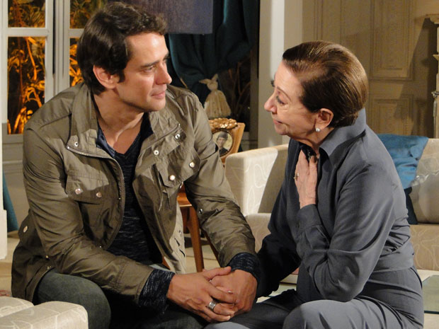 Gerson e Bete estão emocionados com a descoberta de que a filha do piloto está viva