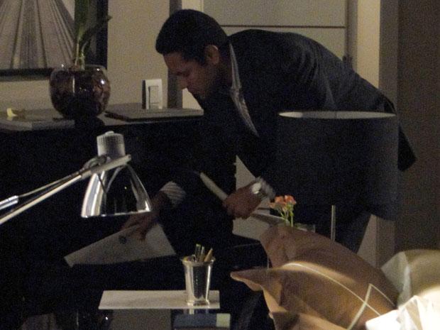 Noronha revira apartamento de Mauro