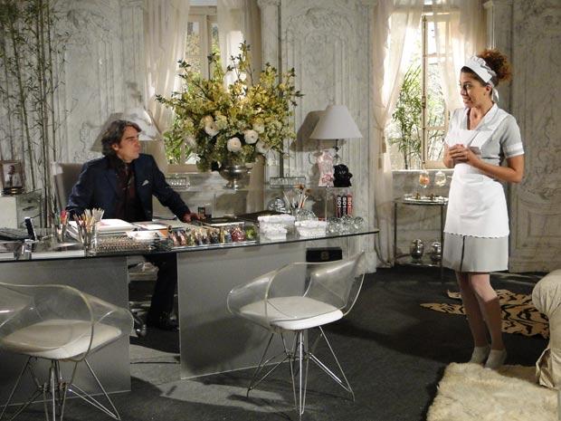 Rosário pergunta para Jacques se a mulher que quebrou o vaso na cabeça dele se chamava Marta