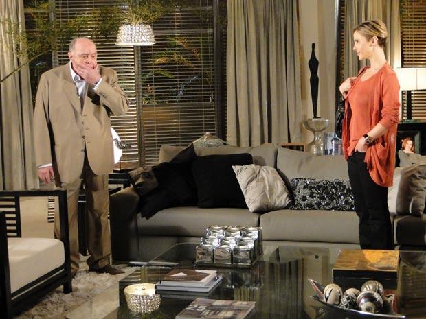 Ela revela que Renato é o pai do filho de Marcela