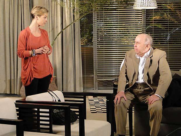 Giancarlo fica chocado e Luisa pede descrição