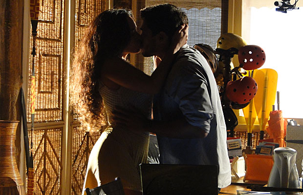 Janaína beija Fred