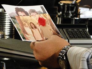 Mauro se vê na foto com Danilo, mas sabe que não é ele que está ao lado de Felícia