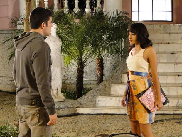 Pedro vai atrás de Gabi e diz estar mudando graças a ela