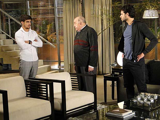 Edgar tira satisfações com Giancarlo e Renato