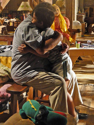 Padre Emílio se emociona e abraça Tomé