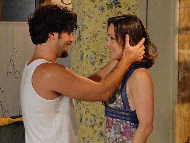 Berilo vê Jéssica com a roupa de Agostina