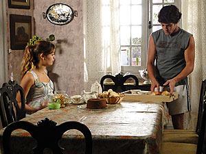 Armandinho prepara um café para Dona Mocinha