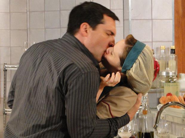 Diogo beija Clara