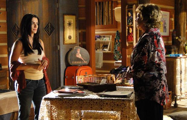 Estela procura Beatriz para uma conversa em particular