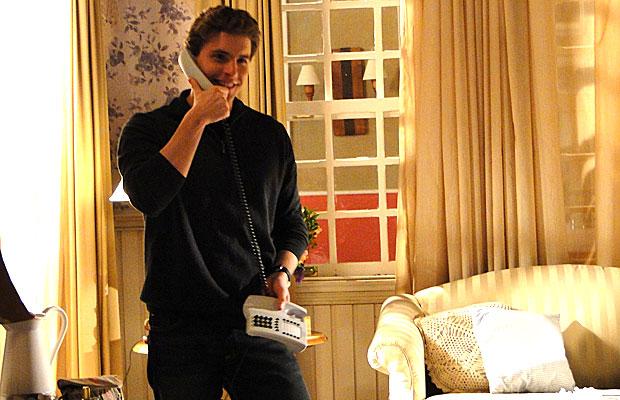 Vitor atente ao telefonema de Solano