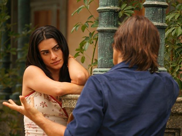 Estela tenta convencer Solano a deixar o Araguaia agora que se separou de Manuela