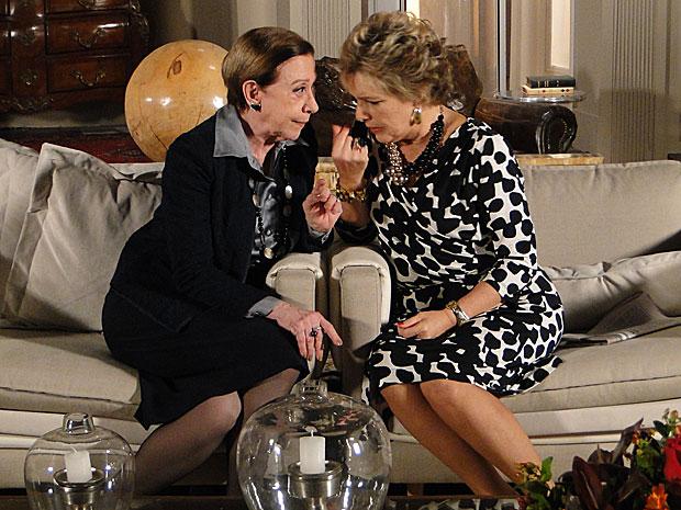 Clô diz a Bete que dinheiro não é problema