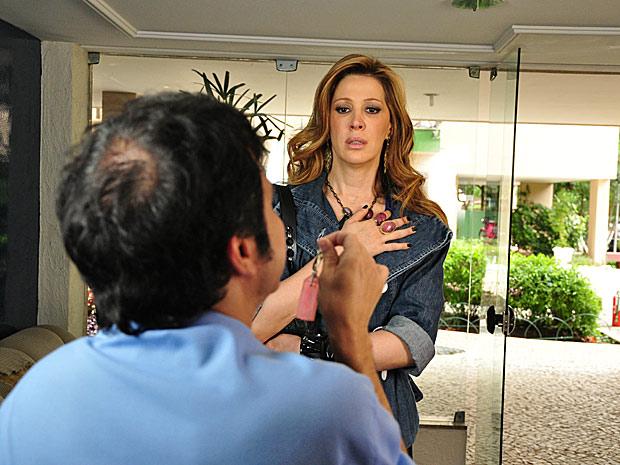 Jaqueline (Claudia Raia) prestes a flagrar Clotilde (Juliana Alves) e Jacques (Alexandre Borges)_01
