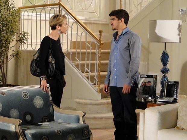 Luisa vai impedir Edgar, mas ele disfarça