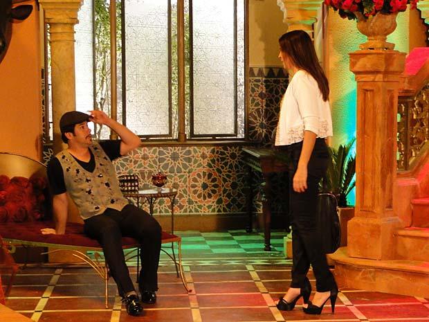 Suzana invade ateliê de Victor Valentim