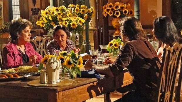 Mariquita alfineta Beatriz durante o jantar