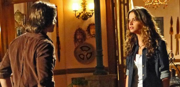 Solano e Manuela se enfrentam na frente da família