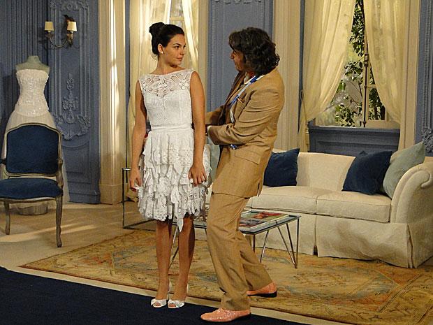 Jacques (Alexandre Borges) faz vestido de noiva de Marcela (Isis Valverde)_01