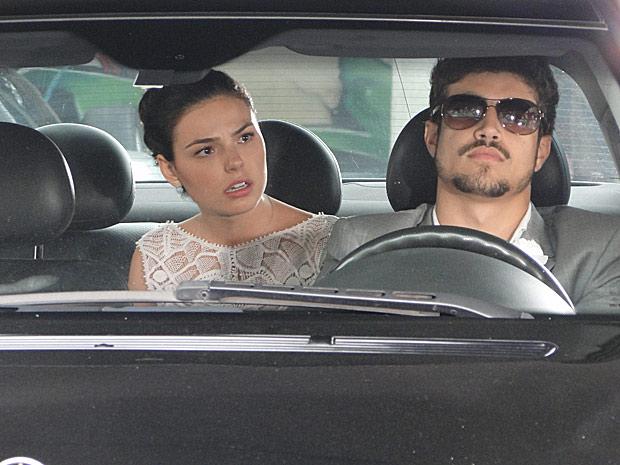 Edgar (Caio Castro) sequestra Marcela (Isis Valverde)_03