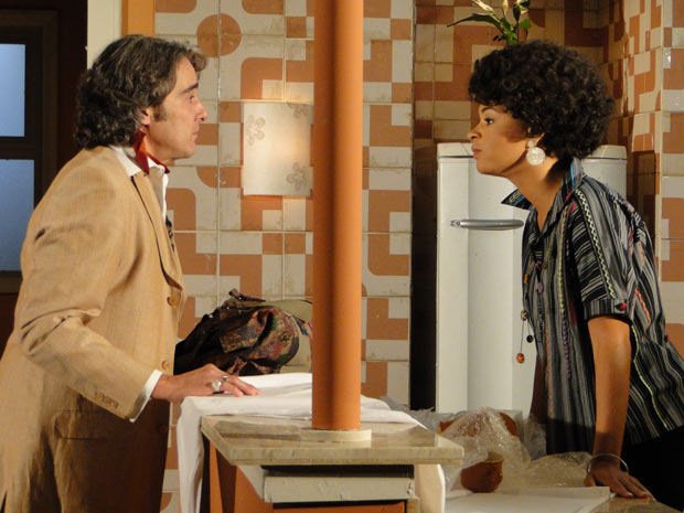 Ainda com raiva do ex-patrão, Clotilde diz que ele não passa de um capacho de Jaqueline