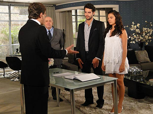 Renato e Marcela diante do Juiz