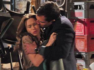 Diogo tenta beijar Clara