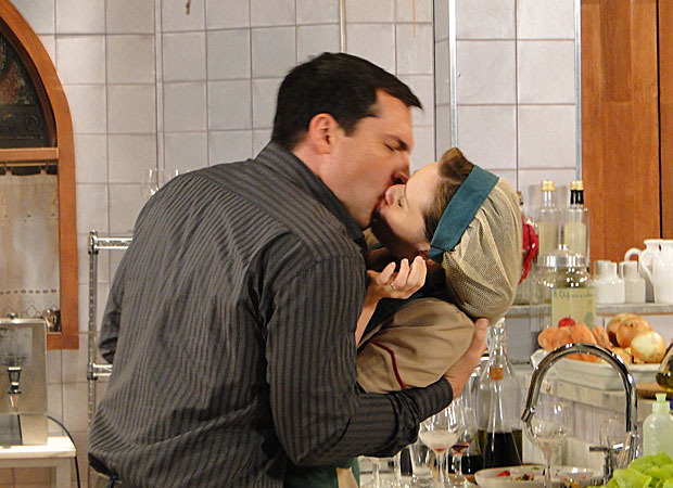 Cena em que Diogo rouba beijo de Clara