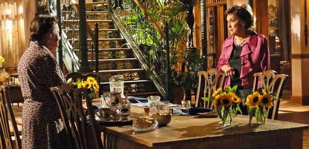Mariquita dá um jeito de ficar sozinha com Beatriz para saber quais são suas intenções