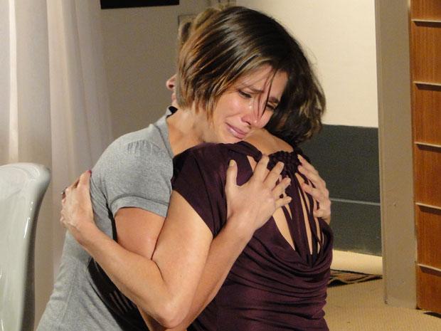 Lorena se arrepende e pede perdão a Stela
