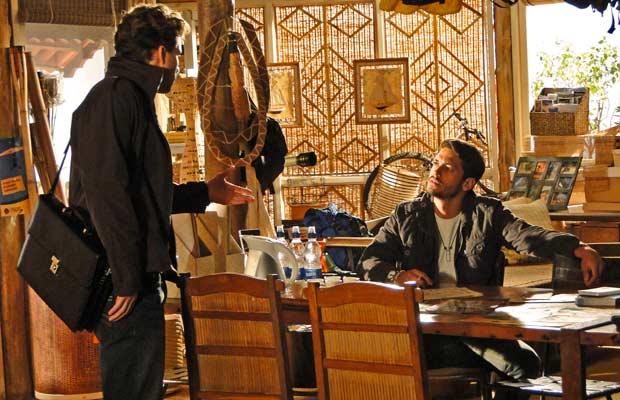 Fred consegue fazer Vitor confessar a armação para separa Manu de Solano