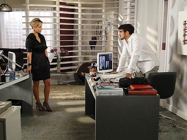 Luisa aproveita que Edgar está fraglizado para tentar se reaproximar