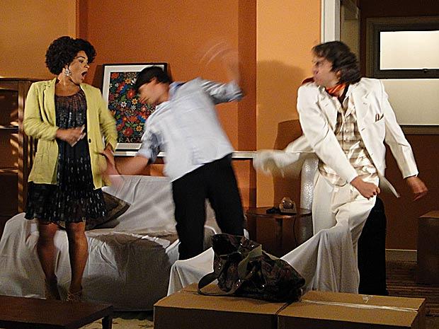 Jacques se descontrola e dá um soco em Ricardinho