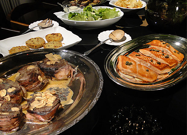 Peixe, carne, salada e batata rostie fazem parte do menu