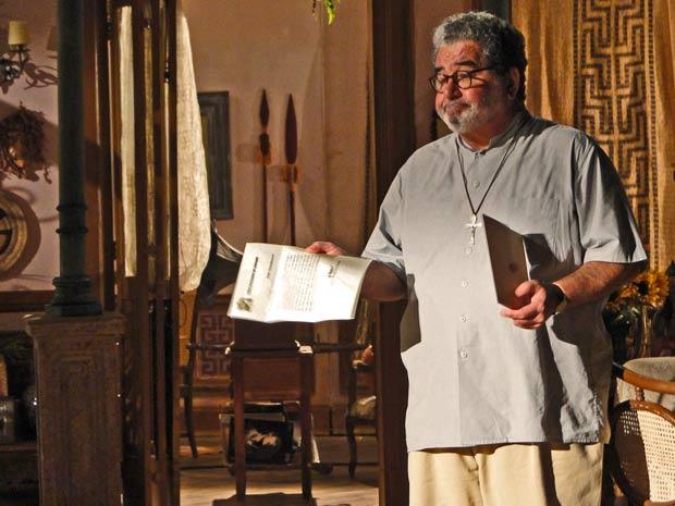 Padre Emílio recebe uma carta do bispo, acusando-o de sacrilégio