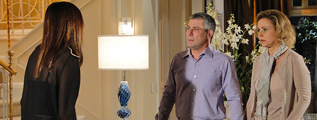 Suzana conta as novidades para Gustavo e Bruna