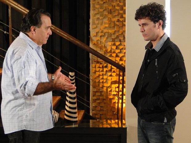 Agnello fica triste ao perceber que Totó não acredita nele