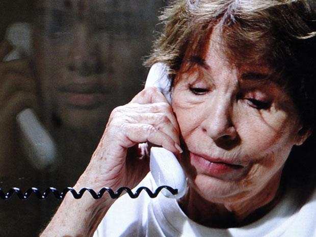 Valentina diz que vai se enforcar e Kelly fica desesperada