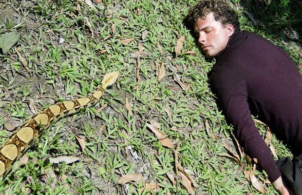 Vitor à mercê de uma cobra