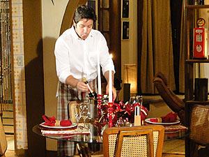 Ari arruma a casa para receber Suzana
