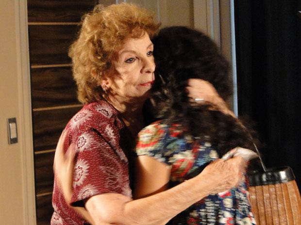 Kelly não dá certeza, mas deixa Valentina animada com a possibilidade de ter a neta em sua casa