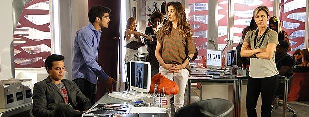 Edgar enfrenta Luisa e decide não cortar Desirée do casting da agência