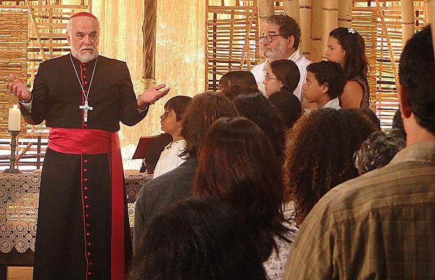 O Bispo discursa a favor de padre Emílio