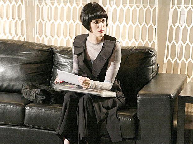 Melina encontra documentos que incriminam Fred