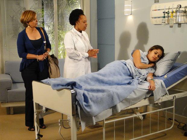 A enfermeira chama Stéfany para conhecer a filha, mas ela não quer vê-la