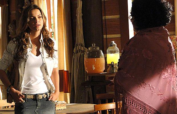 Manuela curiosa: quem é a paixão de Vitor?