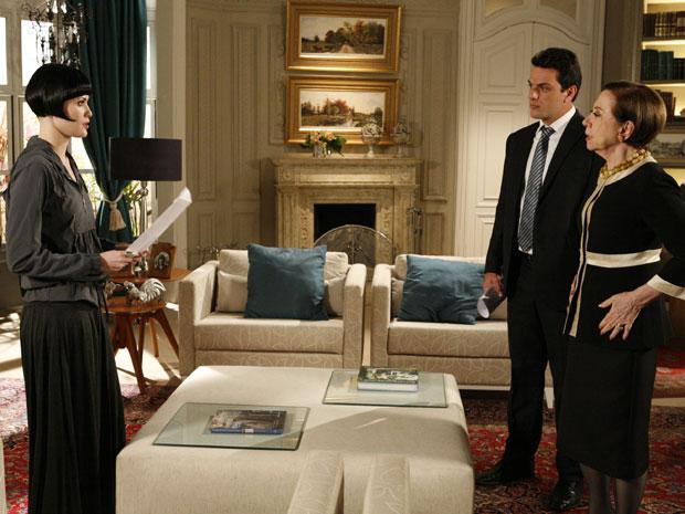 Melina entrega xerox dos documentos de Fred